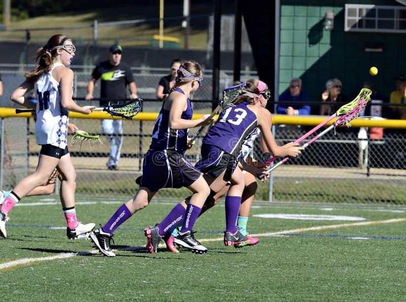 Lacrosse de jeunes filles images stock