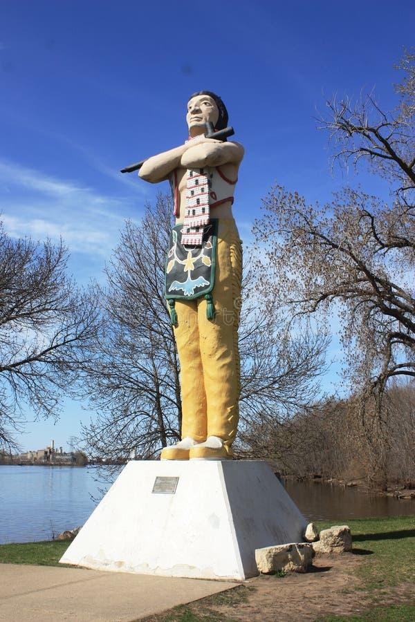 Lacrosse de statue de Hiawatha au printemps -, WI photographie stock libre de droits