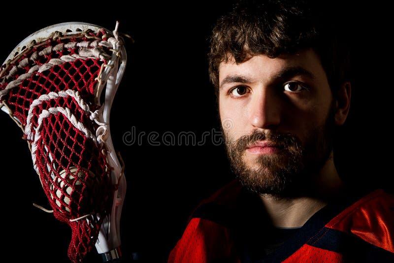 Lacrosse gracz, pracowniany krótkopęd na czarnym tle zdjęcia royalty free