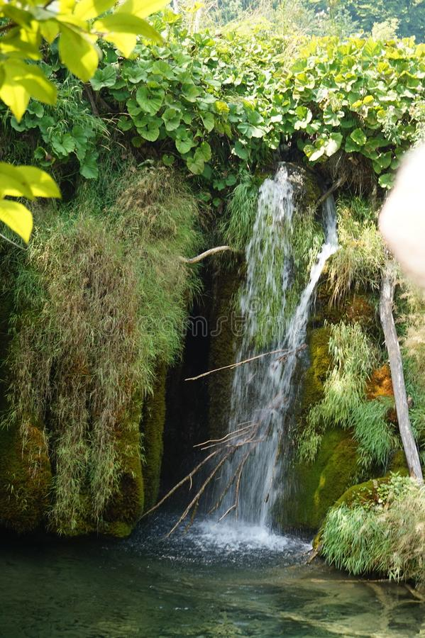 Lacs Croatie - belle cascade Plitvice de parc national images stock