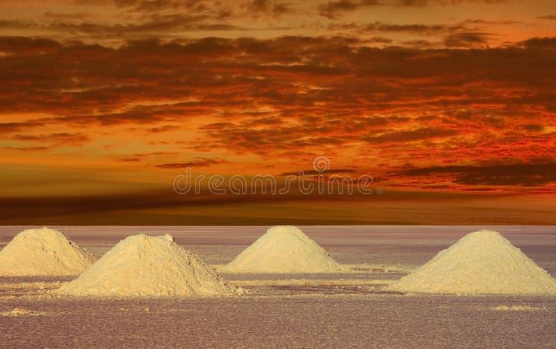 Lacs salt Bolivie dans le coucher du soleil photo libre de droits