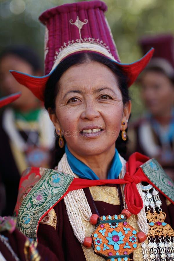 Ladakh festiwal 2013, kobieta z tradycyjną suknią zdjęcia stock