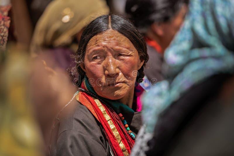 Ladakh, portret kobiety z tradycyjnymi sukienkami obraz stock