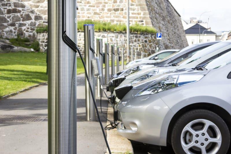 Laddande batteri för elbil fotografering för bildbyråer