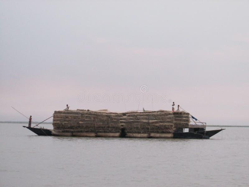 laddat fartyg royaltyfria foton