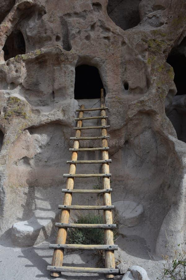 Ladder in Cliff Dwellings van de Oude Mensen van Los Alamos stock afbeeldingen