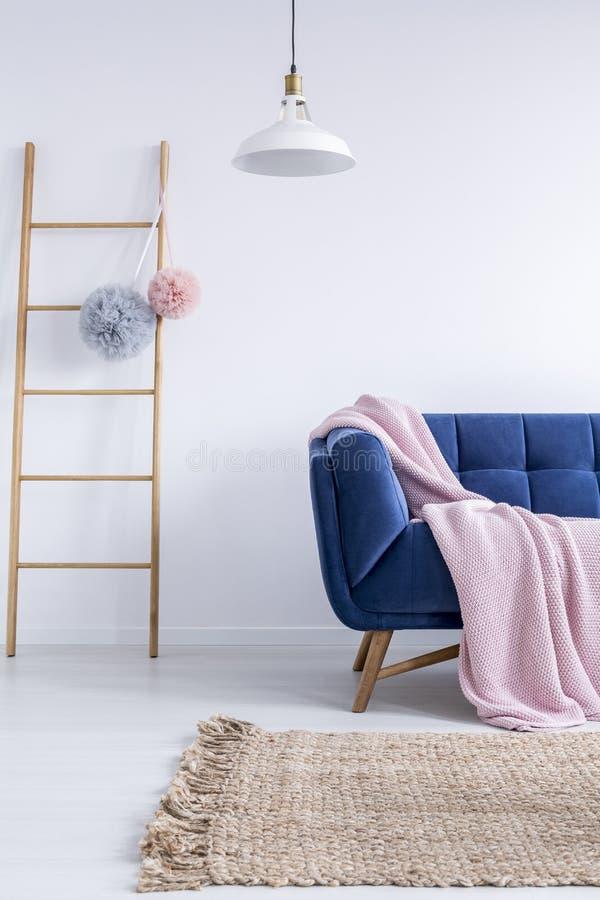 Ladder met Tulle pompoms royalty-vrije stock foto's