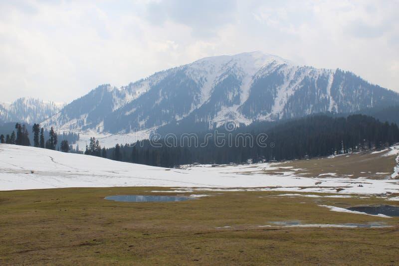 Laden berg för snö arkivfoto