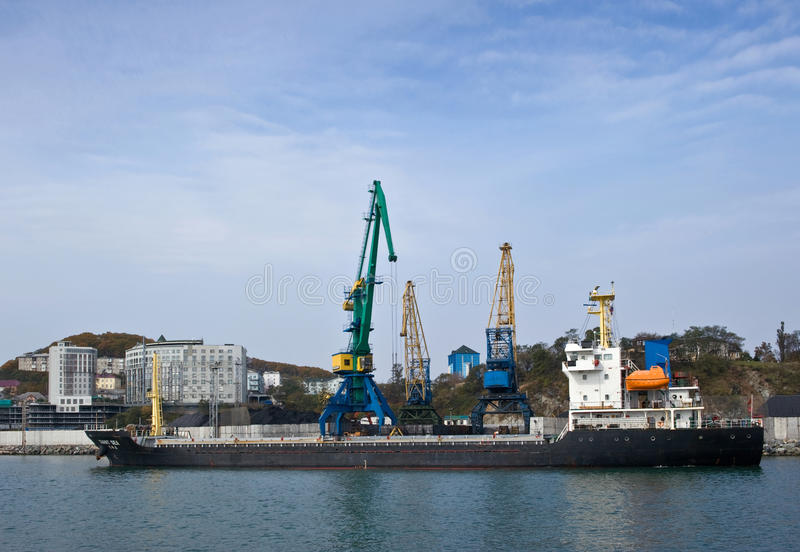 Laden der Kohle im Hafen von Nachodka Primorsky Krai Ost (Japan-) Meer 20 10 2012 stockbilder