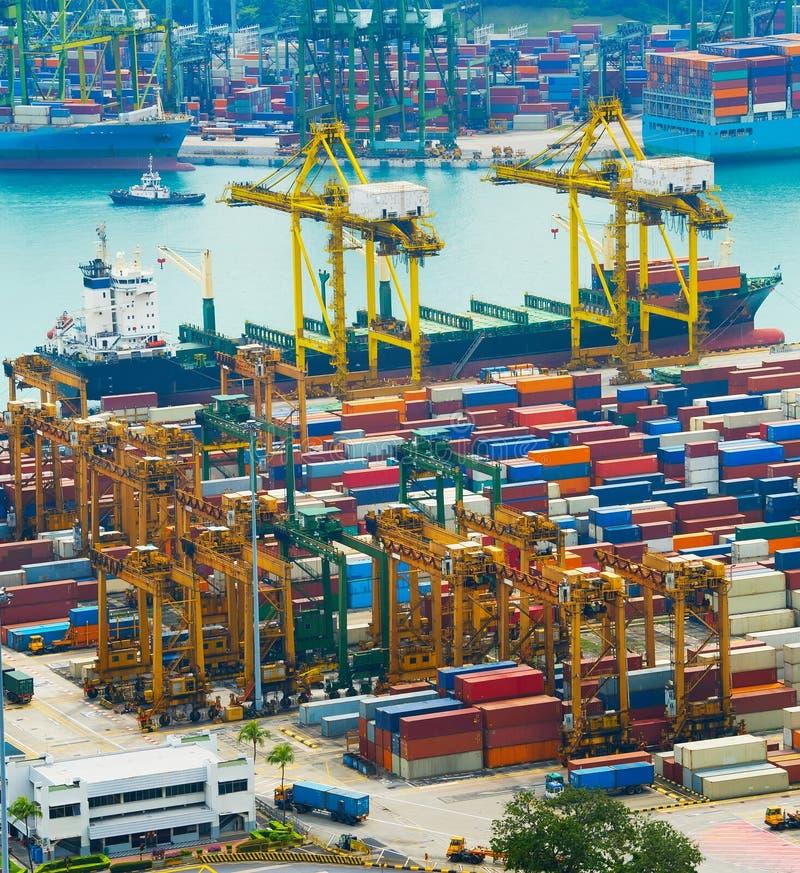 Ladende Lieferung Industrieller Kanal Singapurs lizenzfreie stockbilder