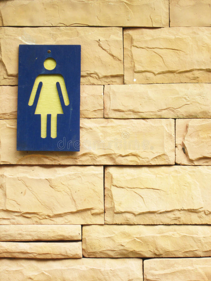 Free Ladies Bathroom Sign On A Brick Wall Stock Images - 62712924