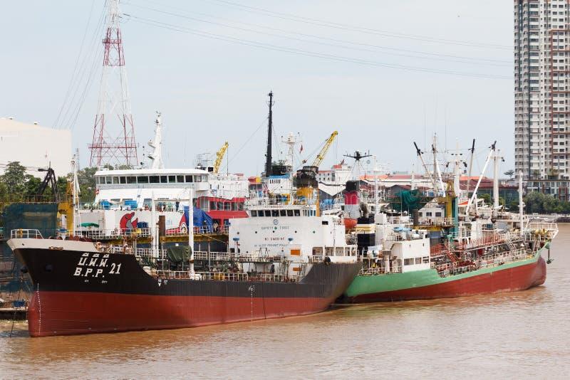 Lading Marine Boats in de Rivier van Thailand royalty-vrije stock afbeeldingen