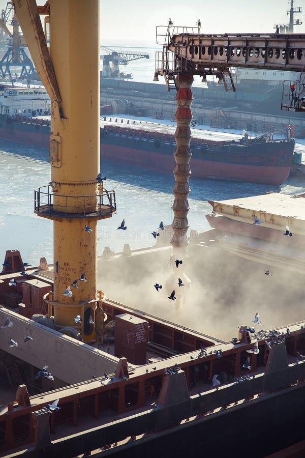 Download Ladingskorrel In De Graanschuur Op Het Schip Stock Foto - Afbeelding bestaande uit bocht, maritiem: 54078172