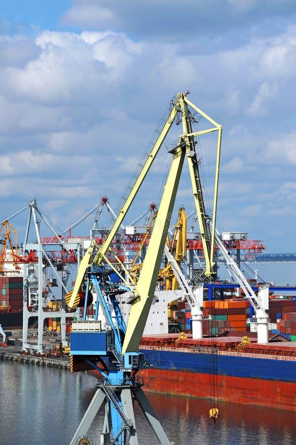 Download Ladingskraan en schip stock foto. Afbeelding bestaande uit export - 39105964