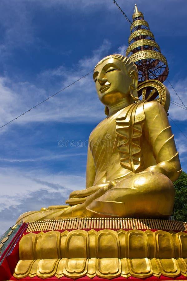 Lado da imagem a mais grande de buddha no wat Phrataddoitae foto de stock royalty free