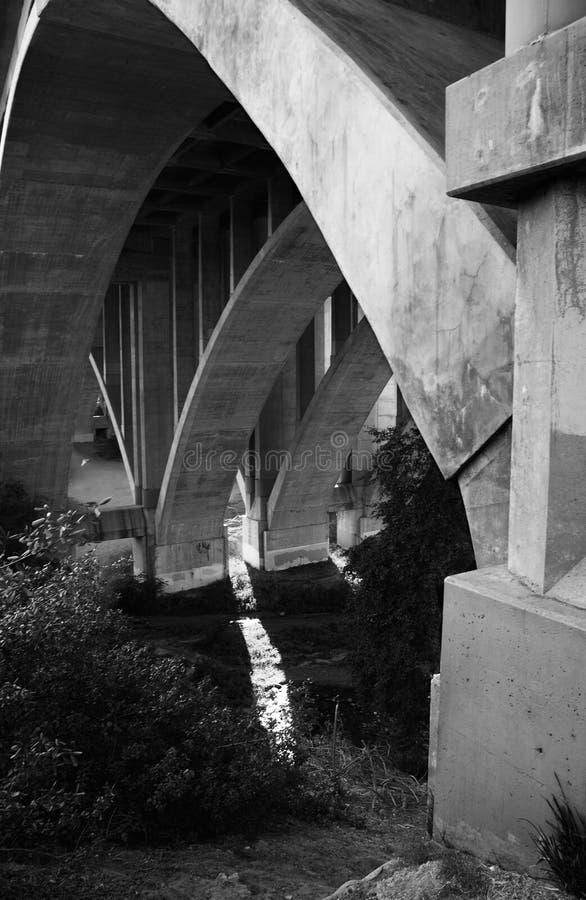 Lado de baixo da ponte imagens de stock royalty free