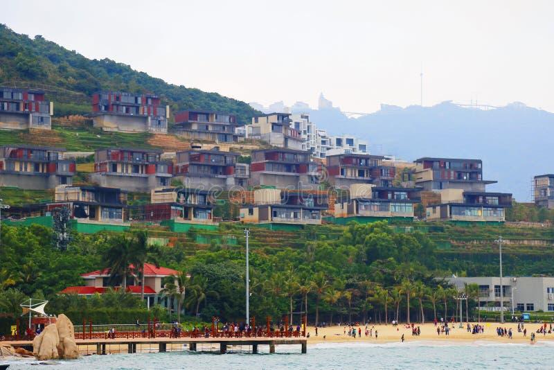 Lado de la playa del edificio fotografía de archivo libre de regalías