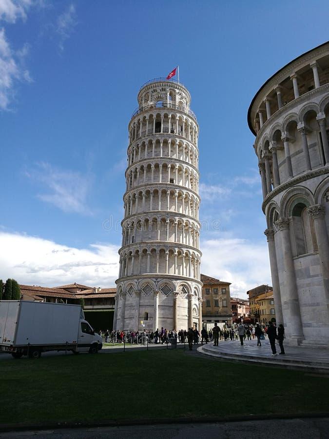 Lado de la torre de Pisa imágenes de archivo libres de regalías