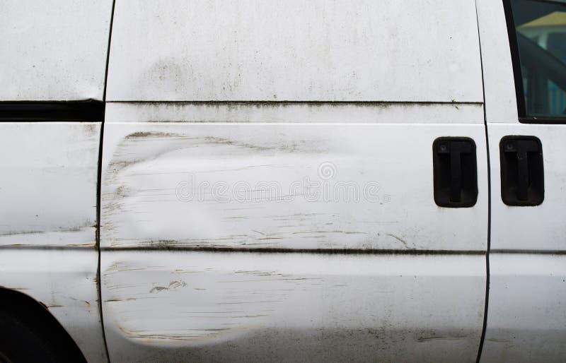Lado de uma camionete que tivesse um acidente imagens de stock