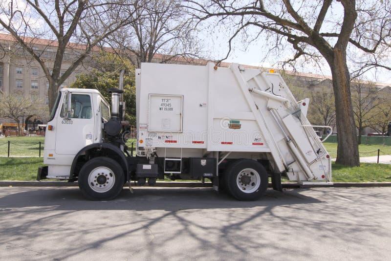 Lado do carregador da retaguarda do caminhão de lixo imagens de stock royalty free