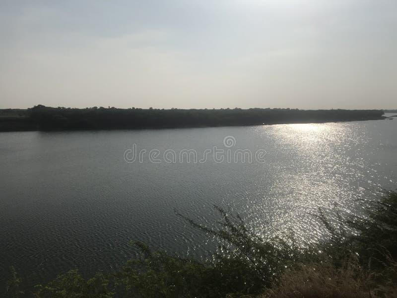 Lado indio del río, opinión escénica del borde del río foto de archivo libre de regalías