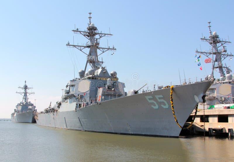 Lado militar Norfolk Virgínia do cais da navio de guerra fotos de stock