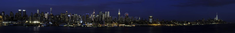 Lado oeste de Manhattan de NJ no tempo da noite fotografia de stock