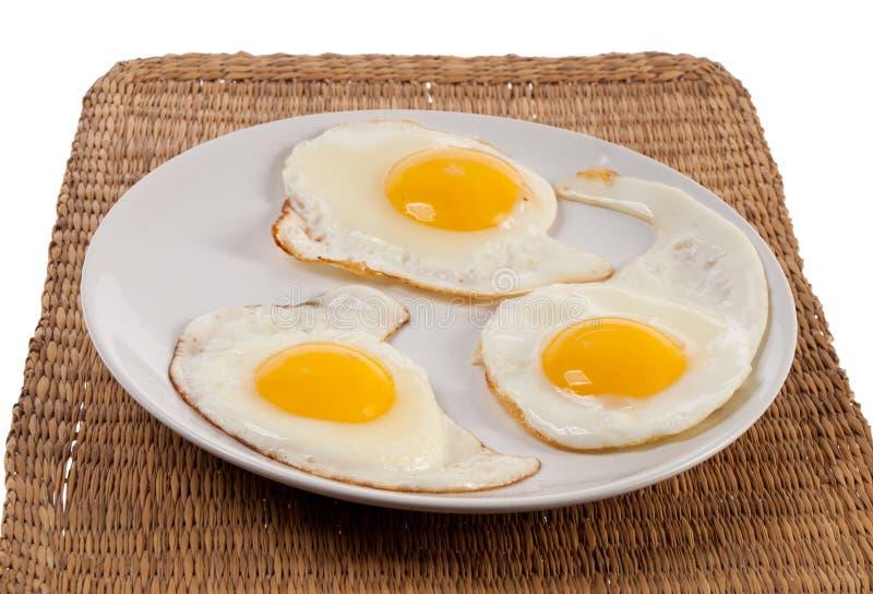 Lado soleado de los huevos fritos para arriba de tres huevos fotografía de archivo libre de regalías