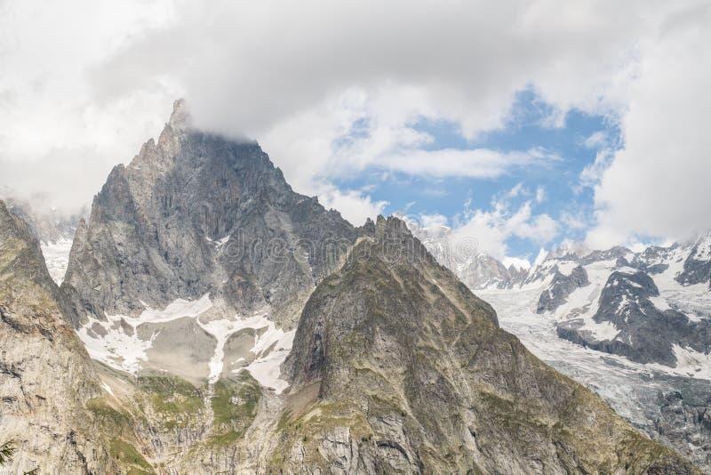 Lado sur del macizo de Mont Blanc en verano fotografía de archivo libre de regalías