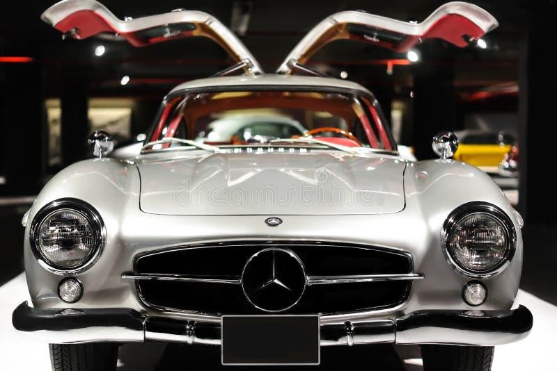 Lado traseiro do carro luxuoso do vintage de Mercedes-Benz 300 SL Gullwing na exposi??o dos carros imagem de stock