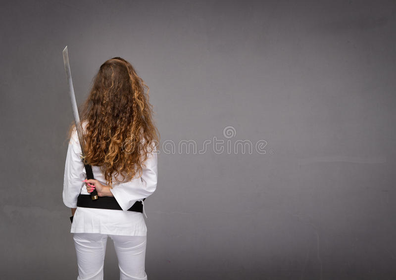 Lado trasero de Ninja con la espada imágenes de archivo libres de regalías