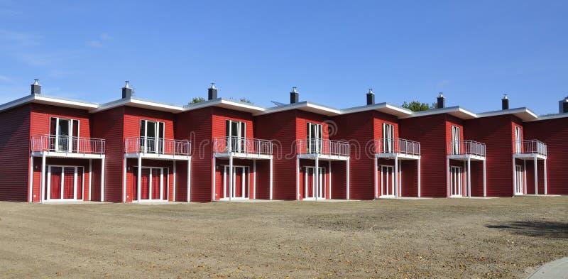 Lado-vista terraced vermelha da casa imagens de stock royalty free