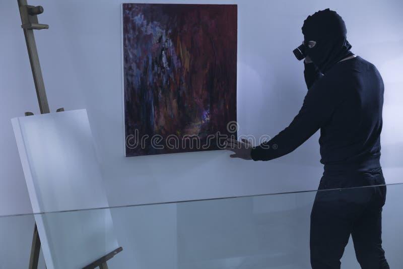 Ladrão da arte com lanterna elétrica imagem de stock