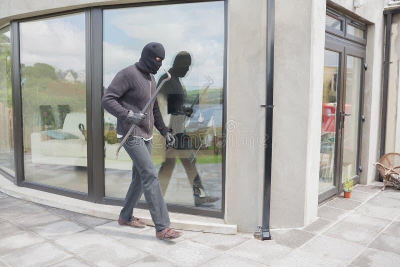 Ladrón con la barra de la CRO (coordinadora) fotografía de archivo libre de regalías