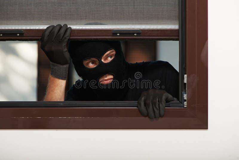 Ladrón del ladrón en la fractura de casa foto de archivo libre de regalías