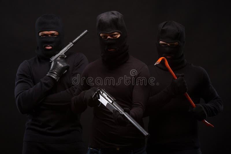 Ladrões com rifle fotos de stock royalty free