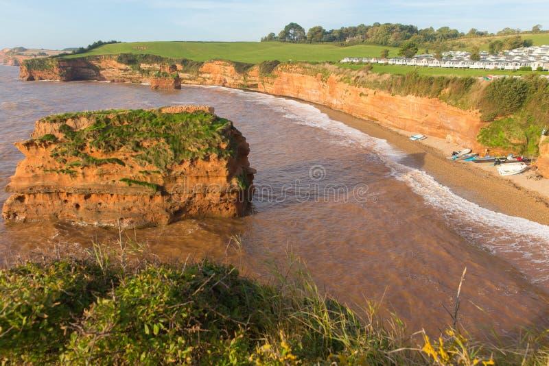 Ladram海湾海滩德文郡有红砂岩岩石堆的英国英国位于在Budleigh Salterton和Sidmouth之间 库存照片