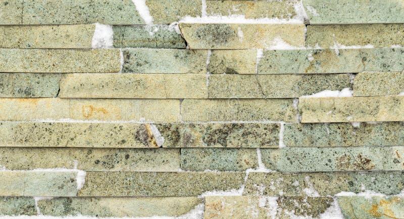 Ladrillo amarillo de la textura del mármol salvaje con las venas marrones y blancas imagen de archivo