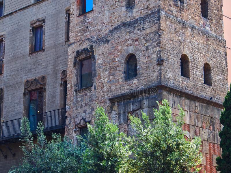 Ladrillo viejo y edificios de piedra, cuarto gótico, Barcelona imagen de archivo