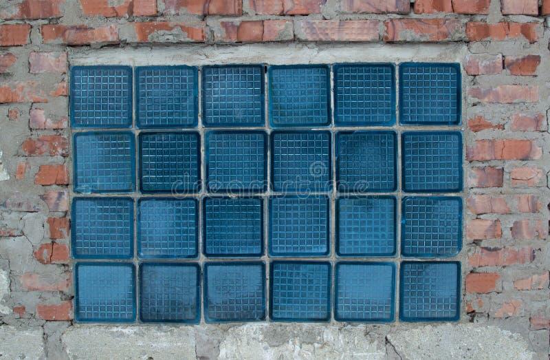Ladrillos de cristal en una pared de ladrillo vieja imagen - Ladrillos de cristal ...