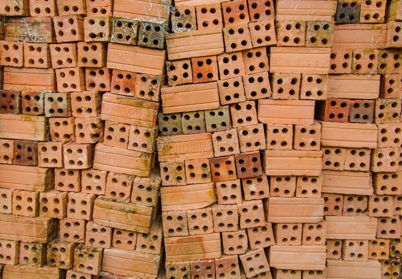 Ladrillos de la arcilla roja para la construcci n foto de - Precios de ladrillos para construccion ...