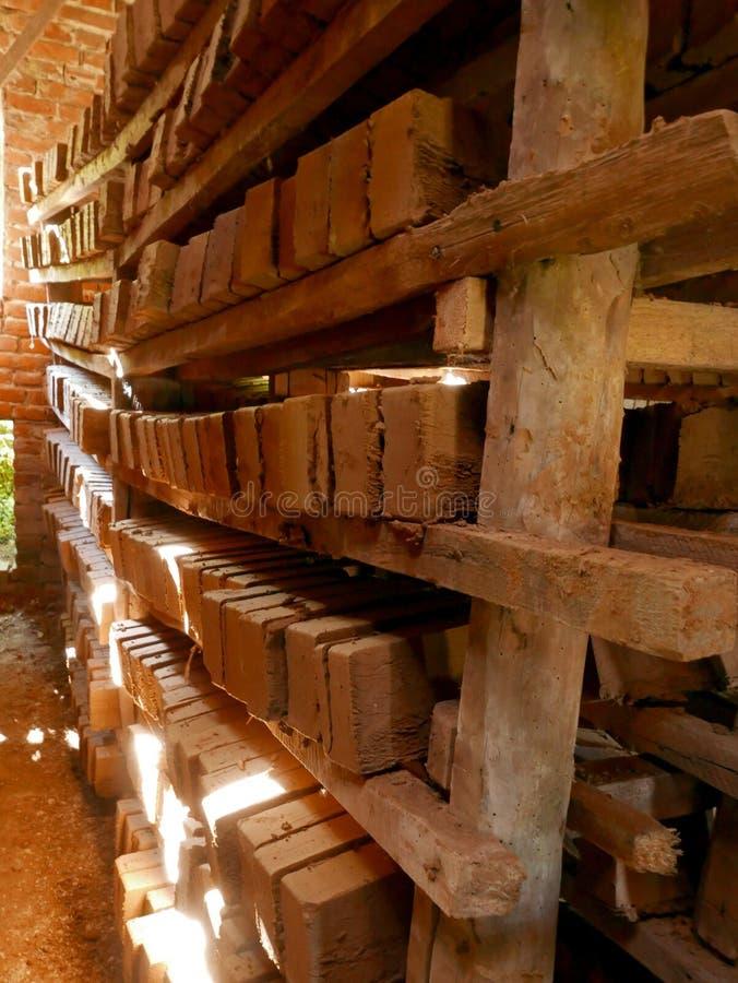 Ladrillos, fábrica del ladrillo imagen de archivo