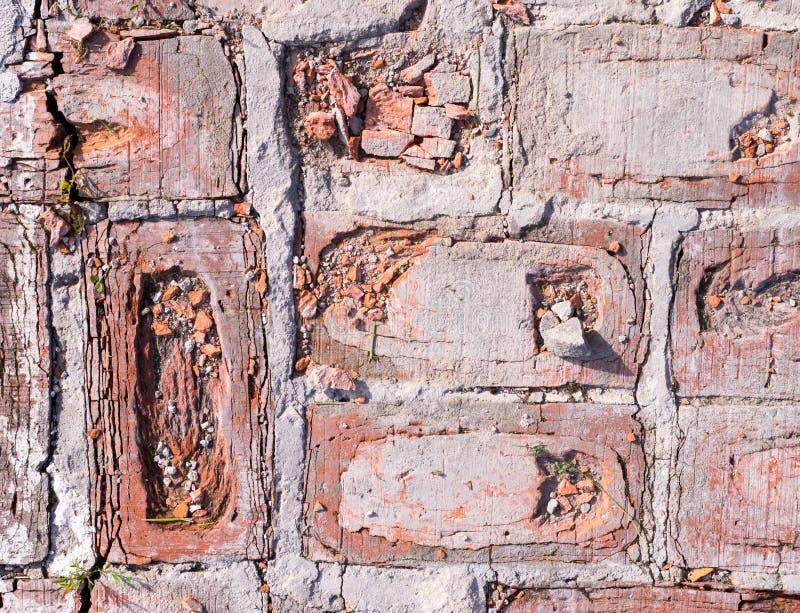 Ladrillos rojos resistidos imagenes de archivo