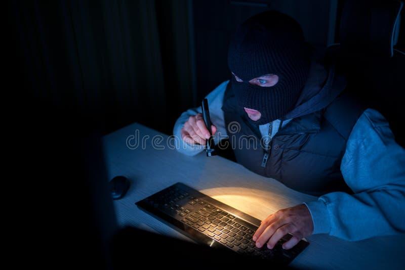 Ladro del pirata informatico immagine stock