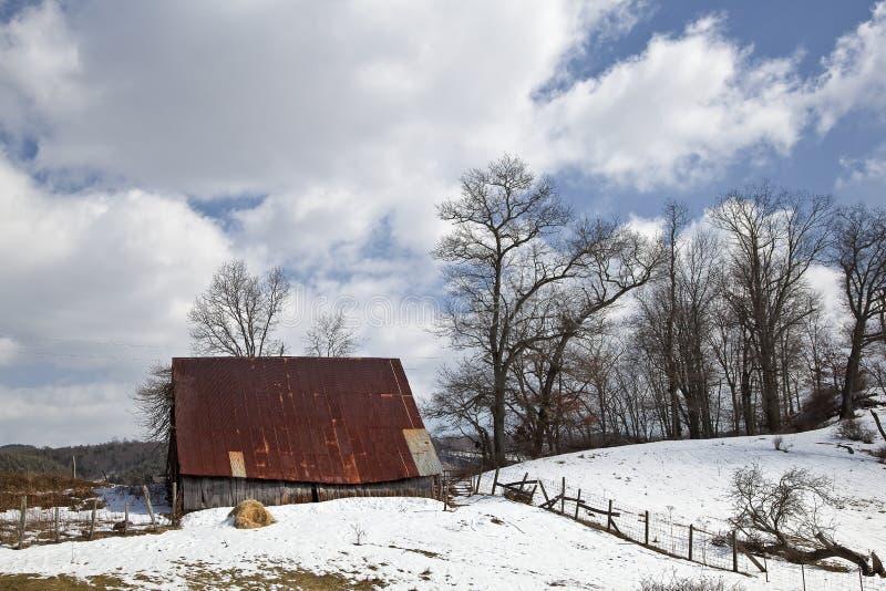 Ladugård i vinter royaltyfri fotografi