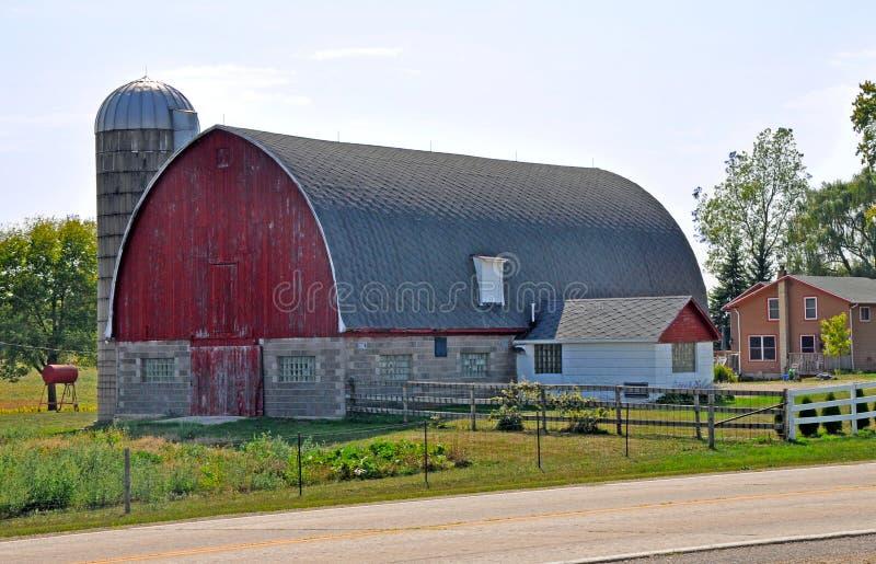 Ladugård nära Madison, Wisconsin royaltyfri foto