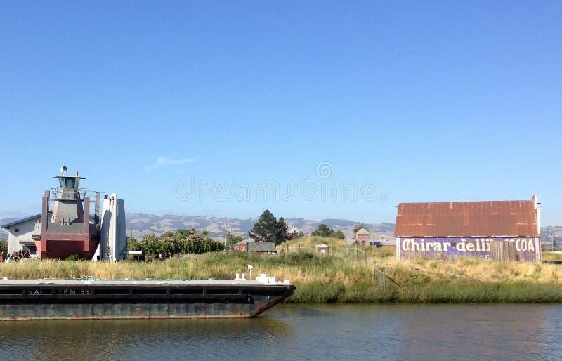 Ladugård på den Petaluma floden, Kalifornien royaltyfri bild