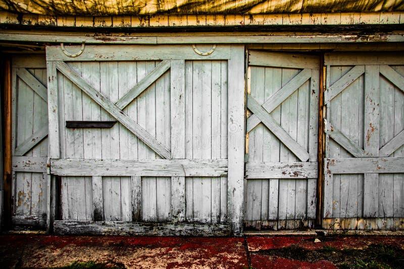 Ladugårddörrar arkivfoto