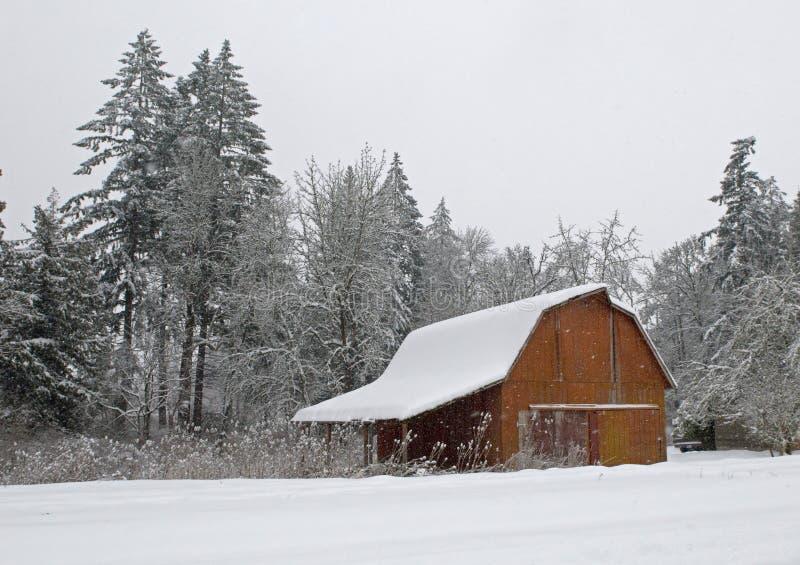 ladugården räknade snow royaltyfri fotografi