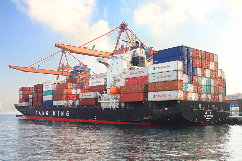 Ladung-Containerschiff lizenzfreie stockbilder
